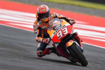 Márquez lidera el Warm Up y la pista se seca lentamente