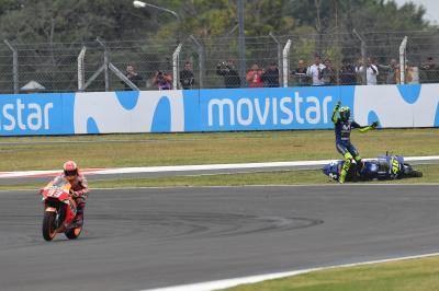 """Rossi furioso: """"Marquez è pericoloso, bisogna intervenire"""""""
