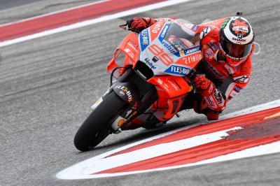 Ducati salva los muebles y ve la luz en el viernes de COTA