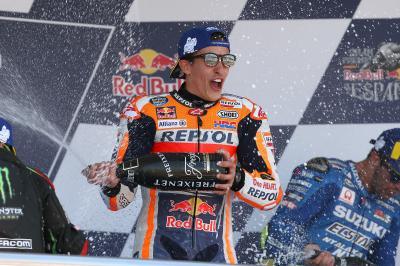 決勝レース:衝撃のクラッシュ後に王者マルケスが優勝で総合1位に浮上