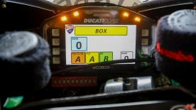 Le Virtual Pit Board a véritablement révolutionné la communication entre le team et le pilote. Mais quel type de message sont envoyés ?