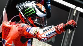 Après plus d'un an et demi d'attente, Jorge Lorenzo renoue avec la victoire, cette fois-ci tout de rouge vêtu sur les terres de Ducati.