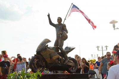 Owensboro inaugure une statue à l'effigie d'Hayden