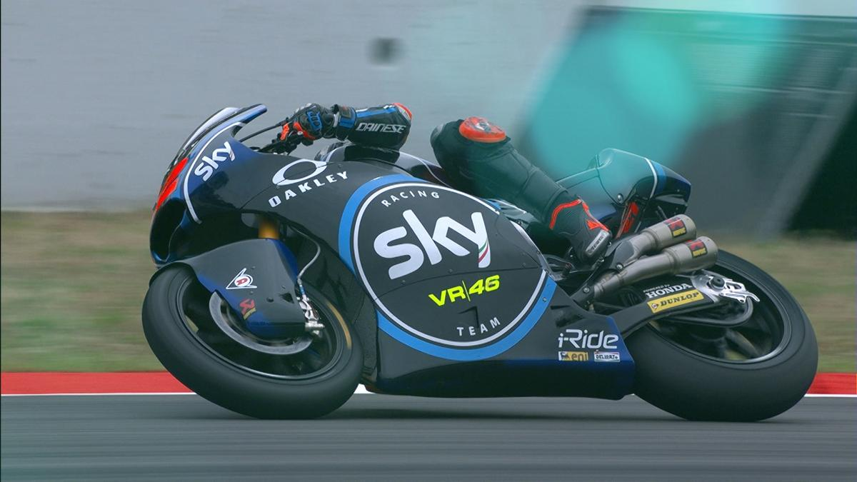 Bagnaia fights of the home riders during day 1 | MotoGP™