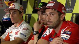 Los hombres que partirán el domingo desde la primera línea y los poleman de Moto2™ y Moto3™ comparten la conferencia de prensa