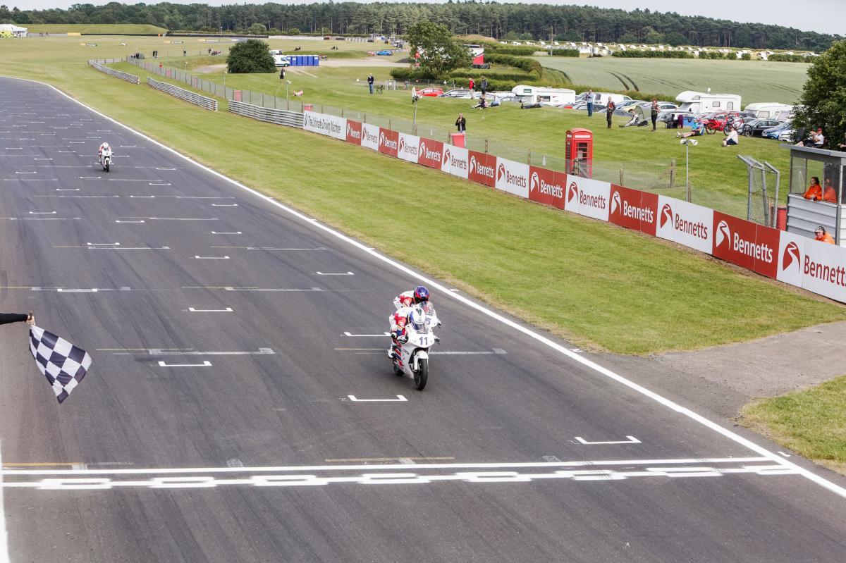 Skinner takes a stunning Race 1 at Snetterton | MotoGP™