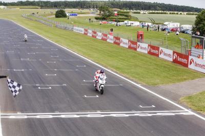 Skinner fait coup double lors de la course 1 à Snetterton