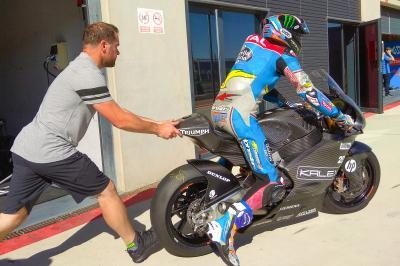Á.Márquez teste le moteur Triumph au MotorLand Aragón