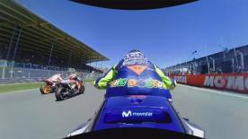 Revivez le premier tour du Grand Prix des Pays-Bas avec la caméra 360° embarquée sur la M1 de Valentino Rossi.