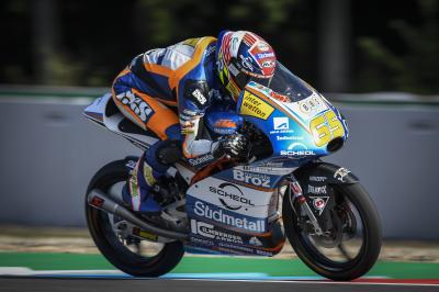 Oettl fastest in FP1 as Martin suffers hand fracture