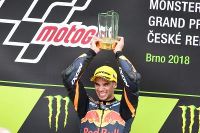Oliveira gana y se pone líder en la carrera 150 de Moto2™