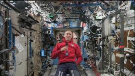 共同会見に出席したライダーたちがNASA(アメリカ航空宇宙局)の協力を得て、国際宇宙ステーションに滞在する船長アンドリュー・フューステルに質問。