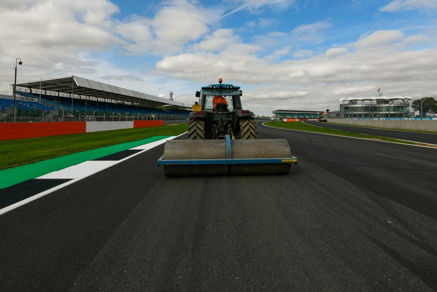 nuevo asfalto Silverstone