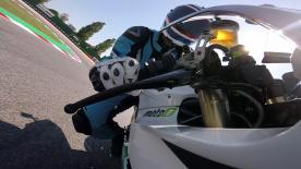 Franco Uncini testet das Elektro-Motorrad, bevor er es am Sonntag den Fans präsentiert