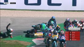 Gara Moto3™, Masia vola in aria e innesca una caduta multipla. Bulega e Bastianini sono out