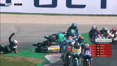 VIDEO GRATIS: in 5 vanno a terra a Misano