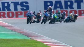 Curva 15 ultimo giro, il pilota KTM cade e perde la testa del campionato