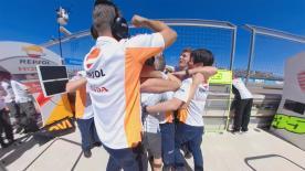 Sei im 360 Grad Video direkt dabei beim Jubel von Marquez' Repsol Honda Team nach dem Rennen im MotorLand Aragon