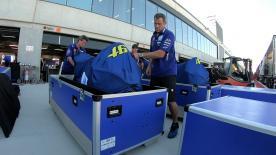En l'espace de cinq semaines, les MotoGP™ transportées en avion parcoureront 30 000 kms. Alors quelles sont les précautions à prendre ?
