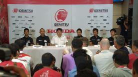 中量級に参戦するイデミツ・ホンダ・チーム・アジアと軽量級に参戦するホンダ・チーム・アジアがチャーン・インターナショナル・サーキットで19年体制を発表。