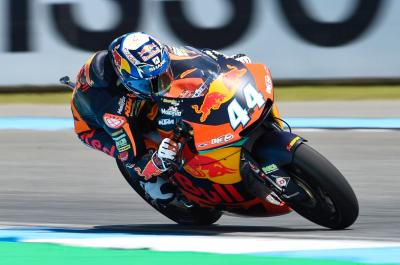Oliveira opens Sunday's Moto2™ proceedings at the summit