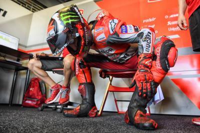 Lorenzo solo dura una vuelta en la FP1 y abandona el GP