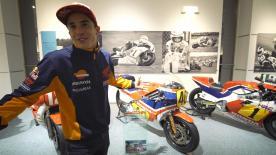 Il pilota HRC presenta, passo dopo passo, le tappe del successo alato nel museo della Casa a Tokyo