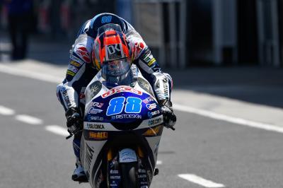 Martin tops heavily delayed Moto3™ FP1