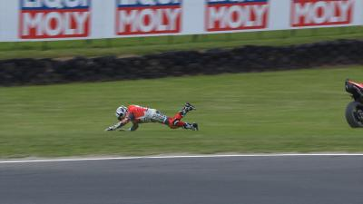 Gratis: ¡Bautista cae y se olvida de la moto!