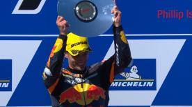 Brad Binder holt packenden dritten Moto2™ Saisonsieg, während Teamkollege Oliveira P11 und Bagnaia P12 belegen