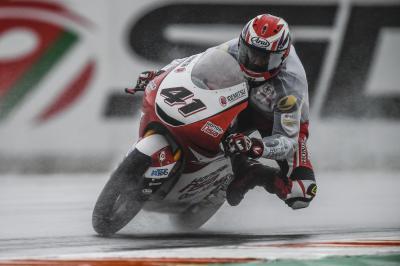 Atiratphuvapat fastest as Moto3™ kick off a wet Friday