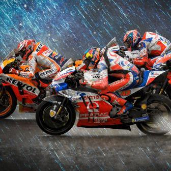 Marquez am regennassen Freitag in Valencia vor Ducati Trio