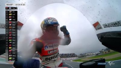 DOVI! DOVI! DOVI!   @AndreaDovizioso ends the season as he started