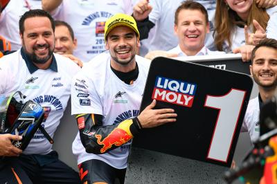 Perfect 2018 ending for Oliveira in dramatic Moto2™ finale