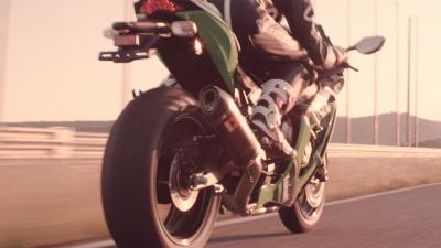 Majestic Akrapovic Exhaust System tribute to Kawasaki