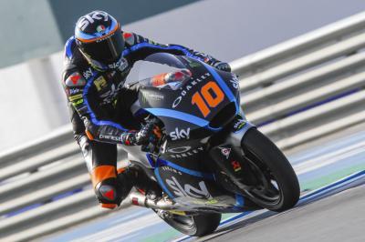 Moto2™: Marini triumphs on Day 1