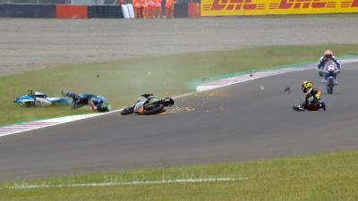 Bandera roja en Moto3™ tras un incidente con el 'poleman'