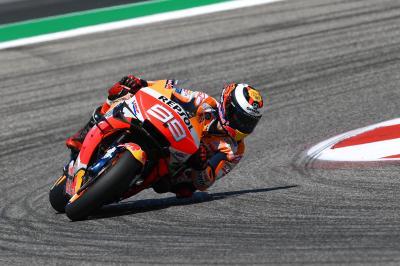 Lorenzo se impone en la Q1 y Petrucci deja fuera a Dovizioso