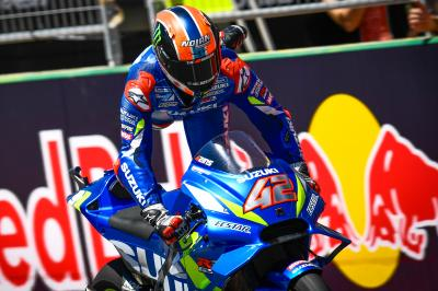 Rins hace historia ante Rossi al asaltar el trono de Márquez