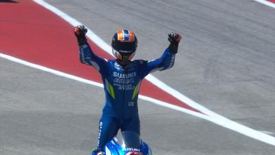 Rins logra su primer triunfo tras una dura pugna con Rossi