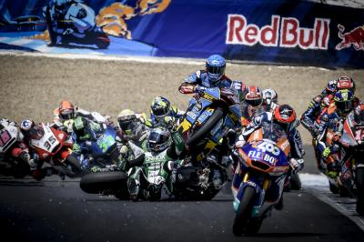 Moto2™: Lap 1 multiple rider incident brings out Red Flag
