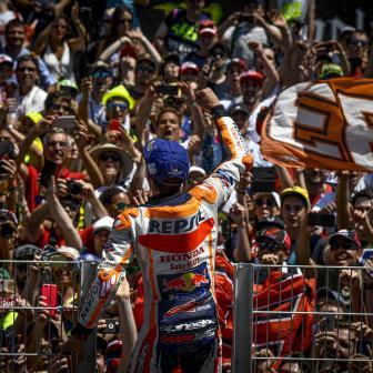 Marquez profitiert und gewinnt einen dramatischen GP