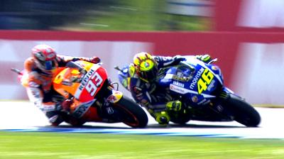 A thrilling final lap with a dramatic conclusion! Enjoy @ValeYellow46
