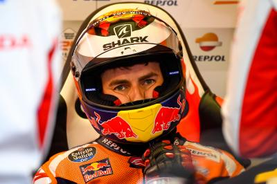 Dr. Charte vom MotoGP™ Medical Team gibt Lorenzo Update