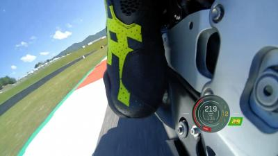 How does Aprilia's Iannone use his feet around Mugello?