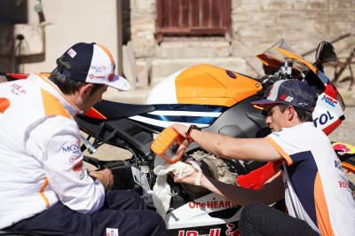 Are Marquez and Esteve up to the oil-change challenge?