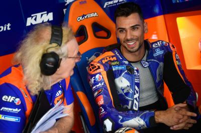 Rookie revelation: Oliveira ends Day 1 as fastest KTM in P7