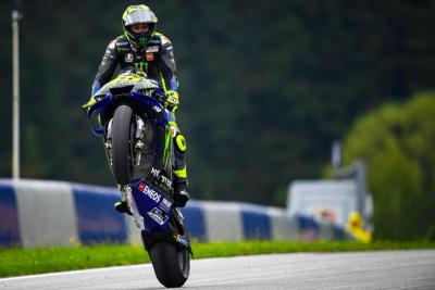Ending this #WheelieWednesday in style with @ValeYellow46