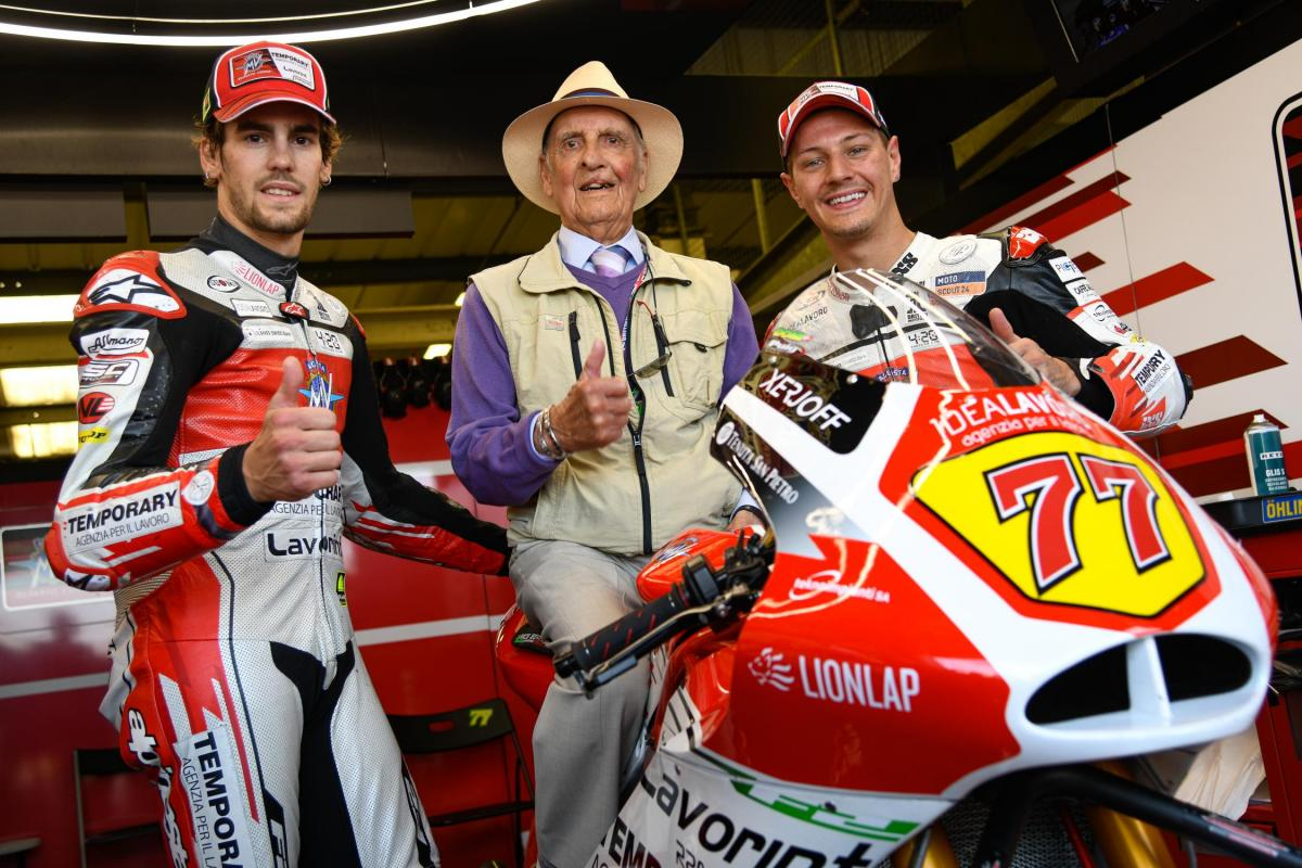 1950s British racing hero Cecil Sandford visits Silverstone | MotoGP™