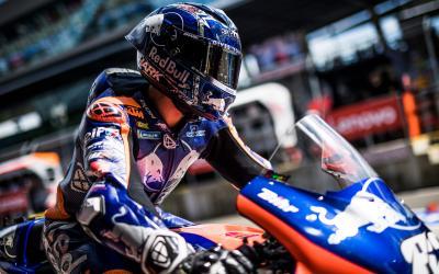 Oliveira despega con las piezas de fábrica de KTM